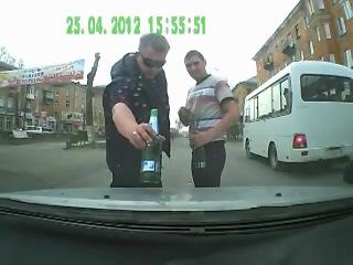 Два пьяных мудака на дороге